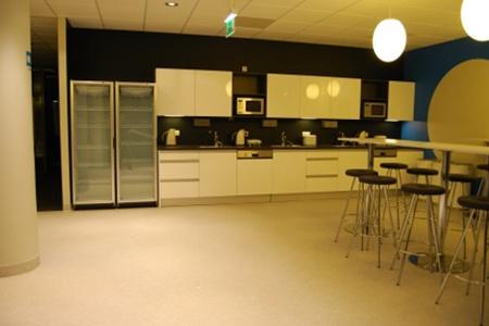 Качественные кухни из нержавеющей стали в офис